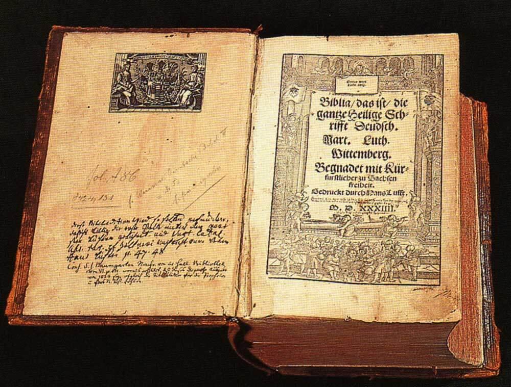 Lutherbibel – Torsten Schleese. Public Domain.